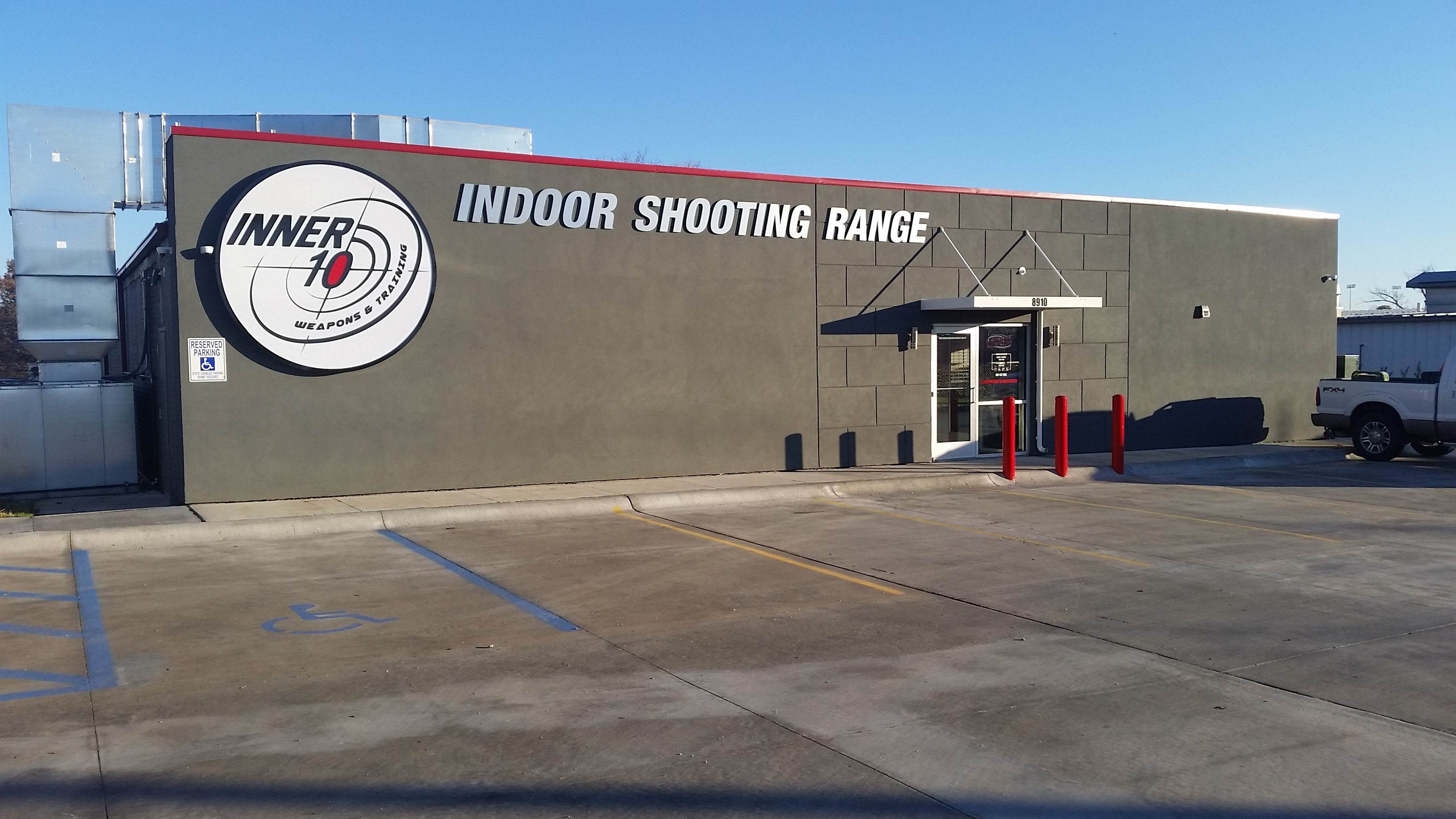 Inner 10 Weapons and Training Logo - Omaha's Premier Indoor Shooting Range